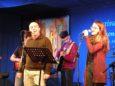 Francesco Buttà e Irene Somovigo hanno magnificamente interpretato il brano di Enrico. Dietro di Loro, alla chitarra, un altro punto fermo della band, Leonardo Franceschetti