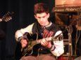 Leonardo alla chitarra
