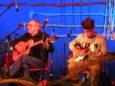 Accanto a Enrico, Leonardo, che ha suscitato ammirazione con i suoi assoli alla chitarra elettrica