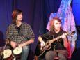 Altri due giovani talenti della band: alle percussioni Marco Curti, nuovo volto della band, e alla chitarra Tiziano Augenti, al suo secondo festival