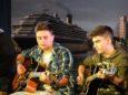 Tommaso e Leonardo, che con le loro chitarre hanno accompagnato il pezzo