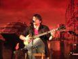 Andrea Facco, giovane cantautore e bravissimo interprete di Fabrizio De André: ospite d'onore della serata, ci ha resi molto felici improvvisando nel retropalco duetti al bouzouki con Luca ed Enrico